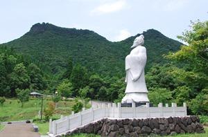 冠岳と徐福像